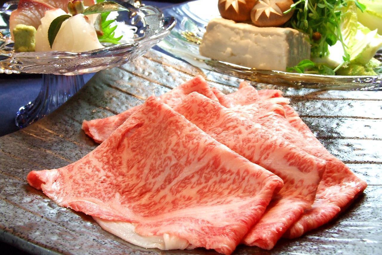 雑穀で提供される最高級国産牛しゃぶしゃぶコースの写真