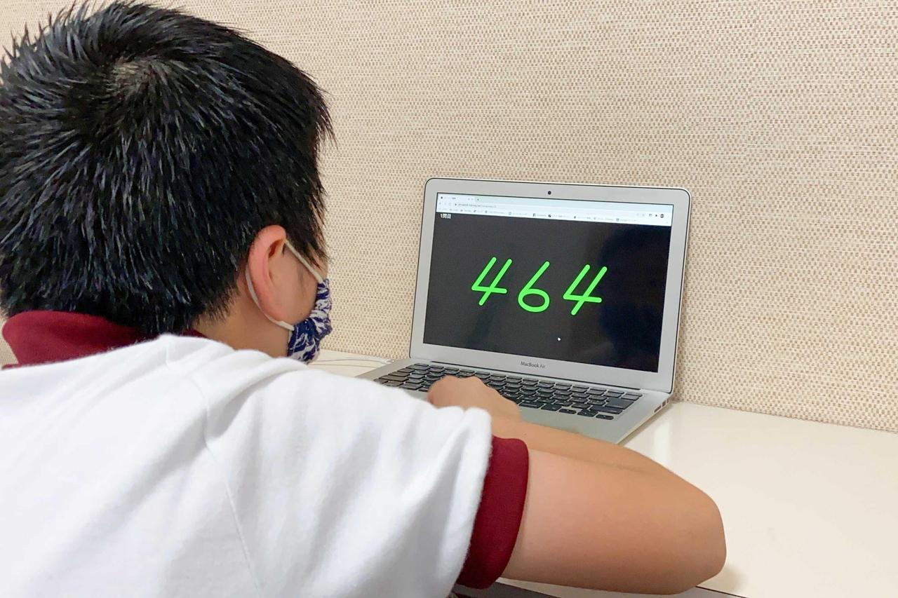 暗算フラッシュを受講する生徒の写真
