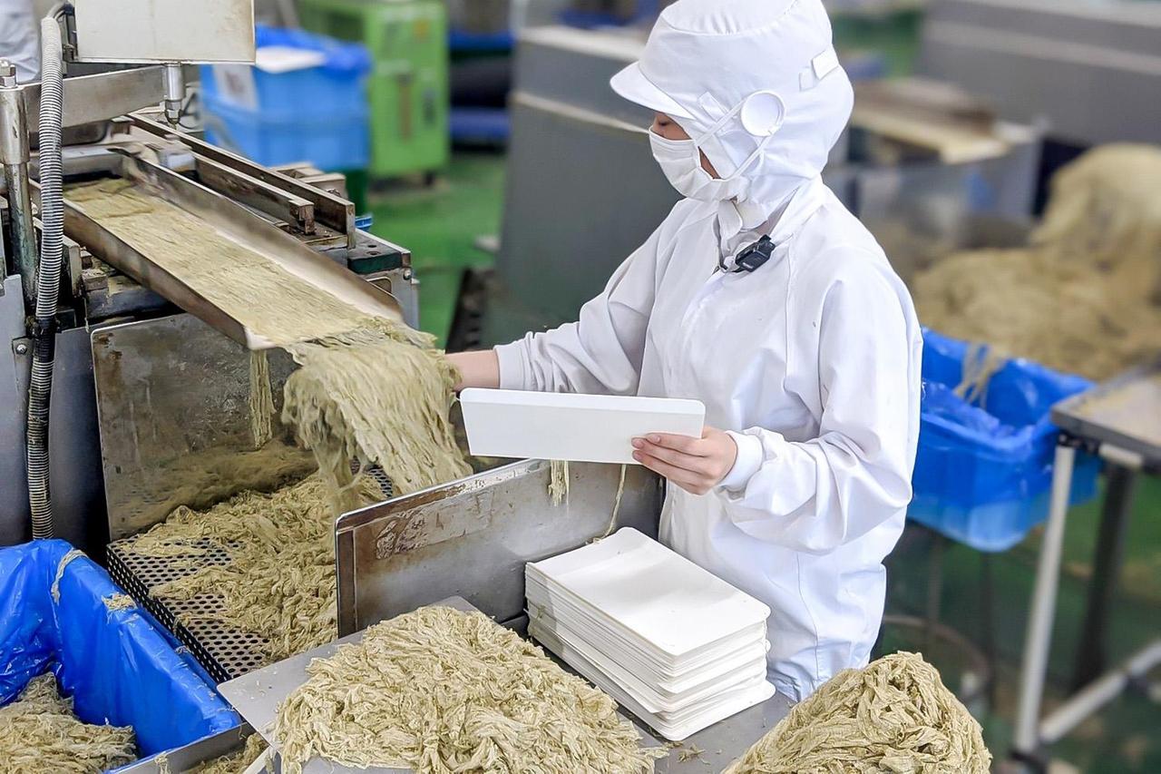 とろろ昆布を製造している日高食品工業株式会社